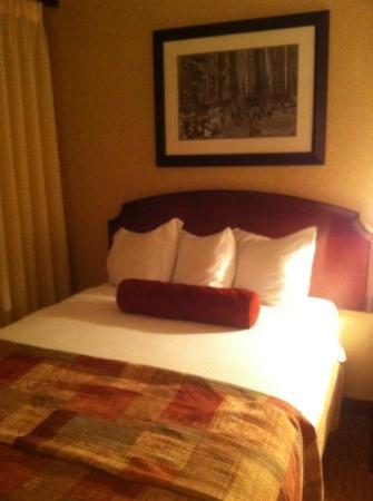 Best Western Plus Humboldt Bay Inn: queen bed