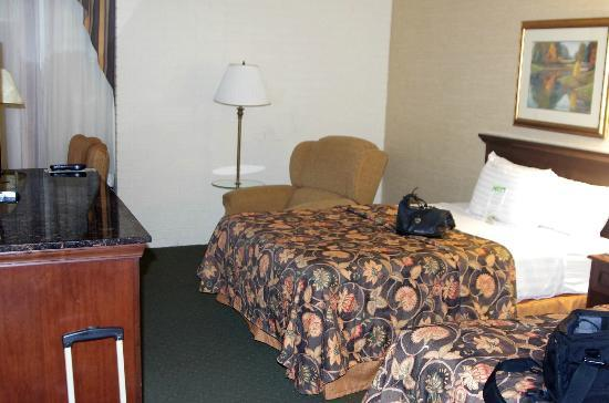 Drury Inn & Suites Birmingham Southeast: Bed
