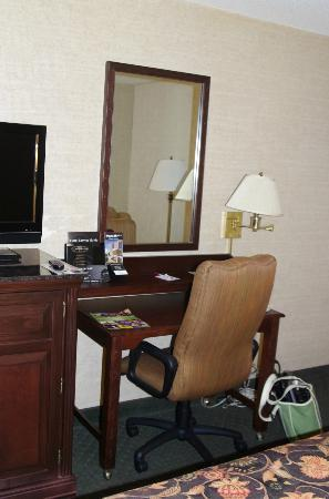 Drury Inn & Suites Birmingham Southeast: Desk Area