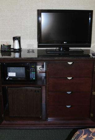 Drury Inn & Suites Birmingham Southeast: Refrigerator and Microwave