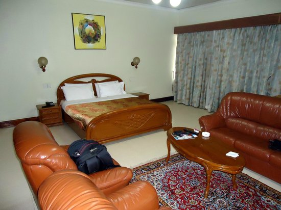 Grand Imperial Hotel: Large specious rooms