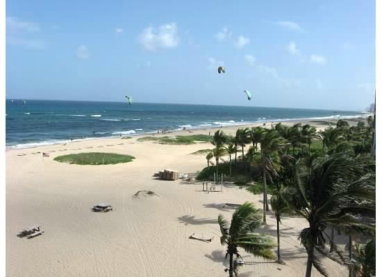 Lighthouse Cove Resort: beach