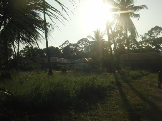 บ้านเก่า ทรอปิคัล บูติค เรสซิเดนซ์ แอนด์ สปา: Arrivée au Ban Kao Tropical Résidence & Spa, Sunset