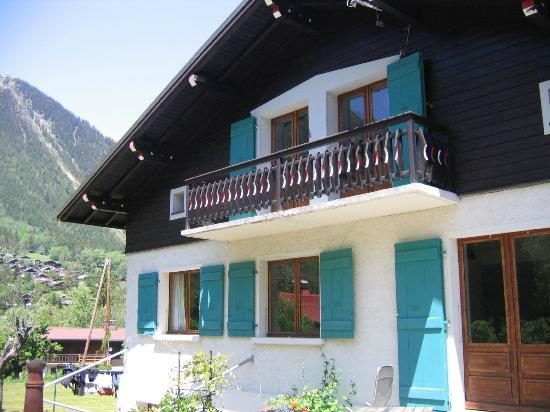 Chalet Les Pelerins : Front view of the chalet