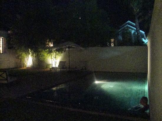 Hotel Amantaka: Our suite pool at night