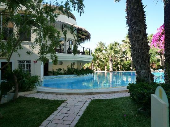 Tui Magic Life Africana: vue sur la deuxième piscine dans espace calme et repos