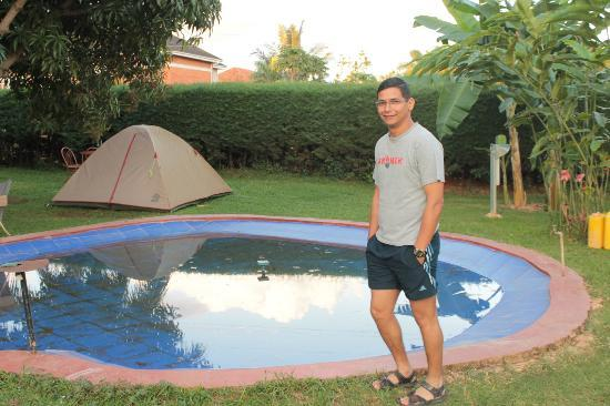 Entebbe Backpackers: small pond...