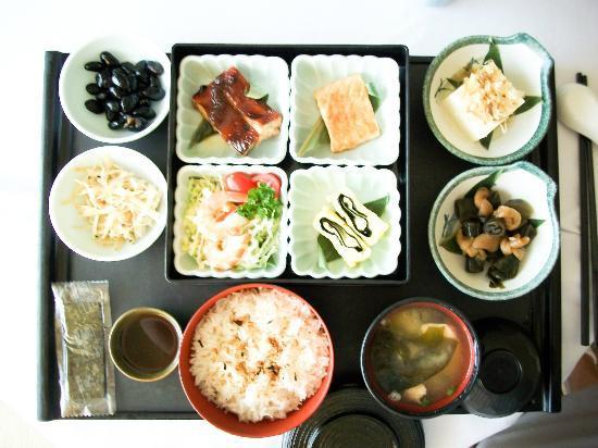 The Sherwood Taipei: Delicious, huge Japanese Breakfast (room service)