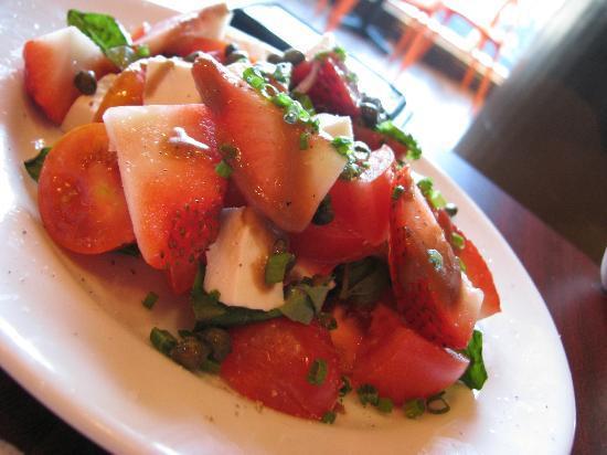 Kissaten Coffee Bar: Fresh Caprese Salad