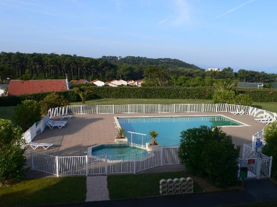 Residenz Maeva Ilbarritz: vue sur la piscine
