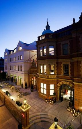 Dylan Hotel: Exterior Victorian Facade