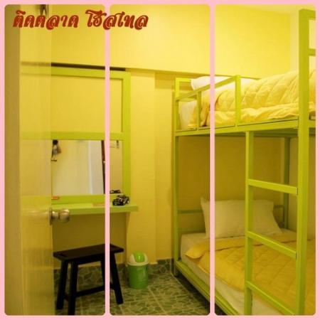 Tid Tarad Hostel Hua Hin: Private bunk bed room (shared bathroom)