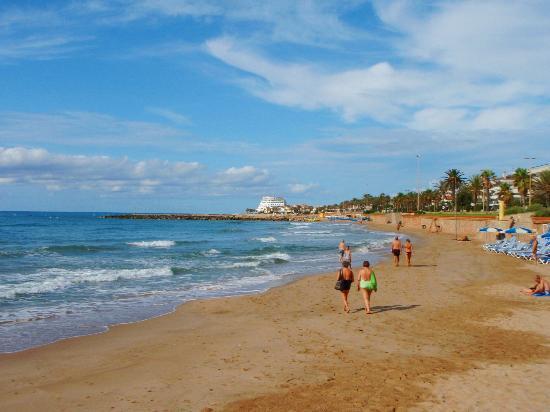 Hotel Los Globos: Пляж возле отеля Los Globos