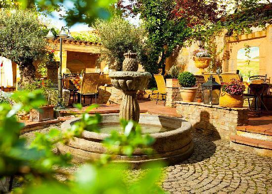 Italienischer Patio im Restaurant Oliveto