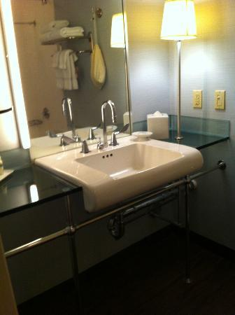 Hotel Derek Houston Galleria: Bathroom