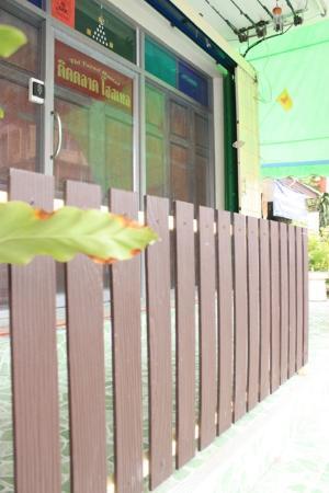 Tid Tarad Hostel Hua Hin: Hotel's entrance