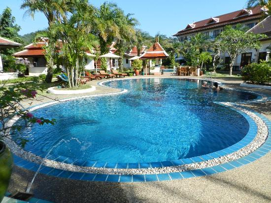 The Pe La Resort: Pool