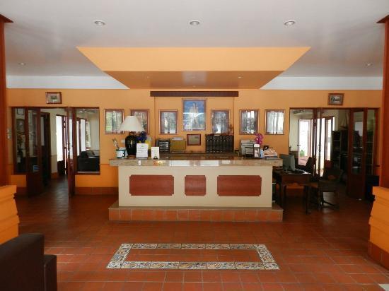 Royal Embassy Resort & Spa: Reception