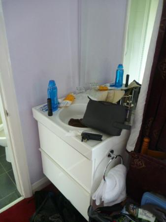 Scar Croft Bed and Breakfast: The double bedroom vanity unit