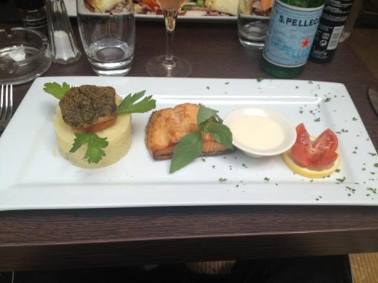 Le Beffroi: pavé de saumon