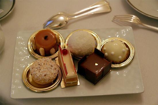 Hotel de Crillon : Patisseries du thé...