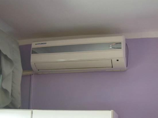 Al Rashid Hotel: Air-con in the room: hot and cold