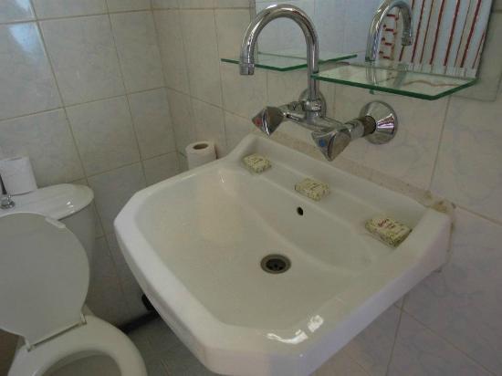 Al Rashid Hotel: Bathroom