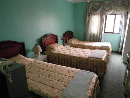 Al Rashid Hotel: A triple room