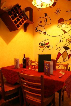 Harlequin Cafe and Wine Bar: Feel the warmth