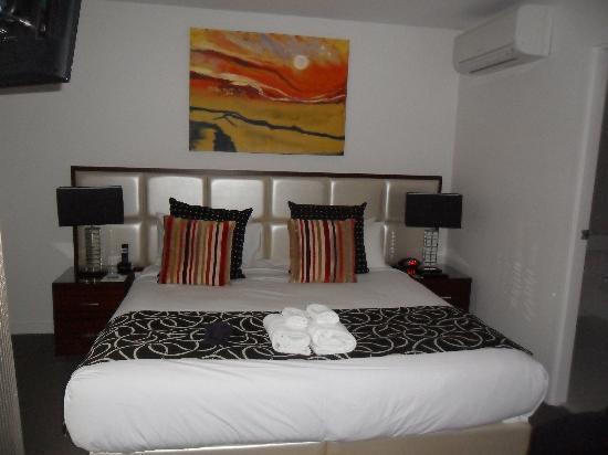 The Sebel Residences Melbourne Docklands: main bedroom