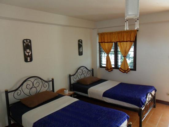 The Chiang Mai White House: twin beds room