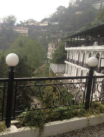 Mussoorie Gateway: The hotel has an awesome view!!