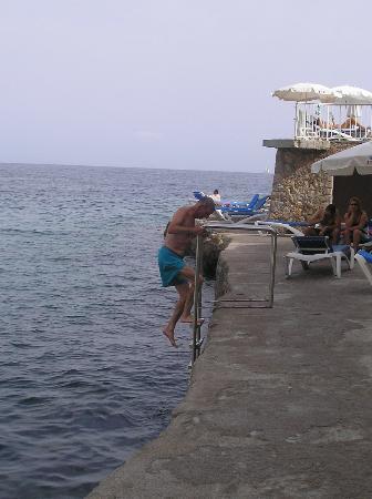 Roc Illetas: Steps down into sea
