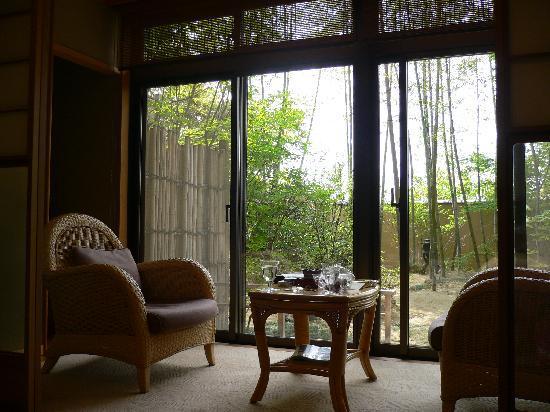 Onyado Kawasemi: お部屋からの景色!竹がキレイ。