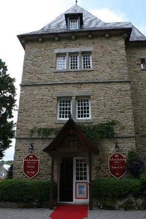 Chateau-Hotel Manoir de Kertalg: entrée