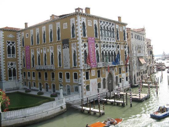 Vista dal ponte dell'Accademia