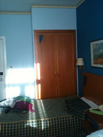 Hotel Seminario Bilbao : armario empotrado,amplio