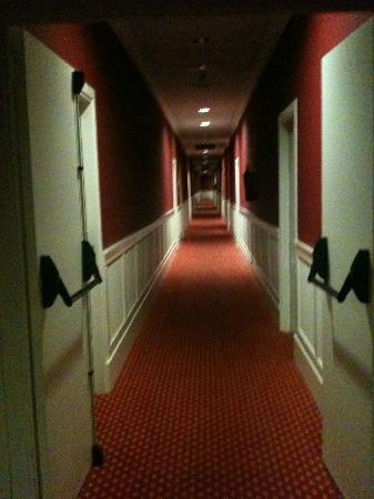 Hotel Seminario Bilbao : pasillo interminable