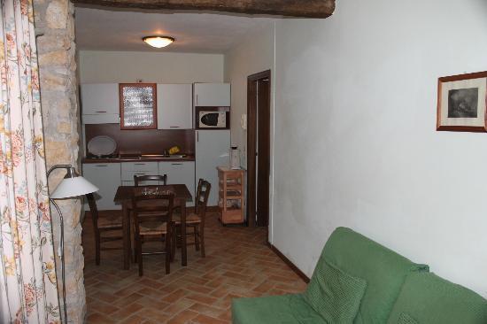 Santa Caterina Villa: Blick vom Eingang zur Küche mit Sitzgelegenheit
