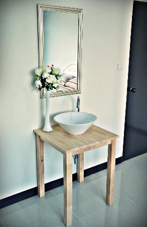 Link Corner Hostel Bangkok: Private double room with wash basin