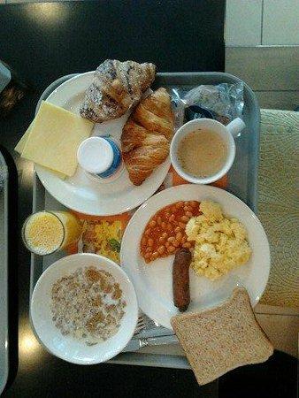 ฮอลิเดย์อินน์ เอ็กซ์เพรส ลอนดอน สตราท์ฟอร์ด: super breakfast