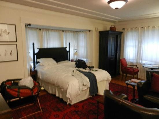 The Brick Path Guest Suites - TEMPORARILY CLOSED: the Fireplace Room