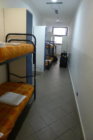 Youth Station Hostel: Room