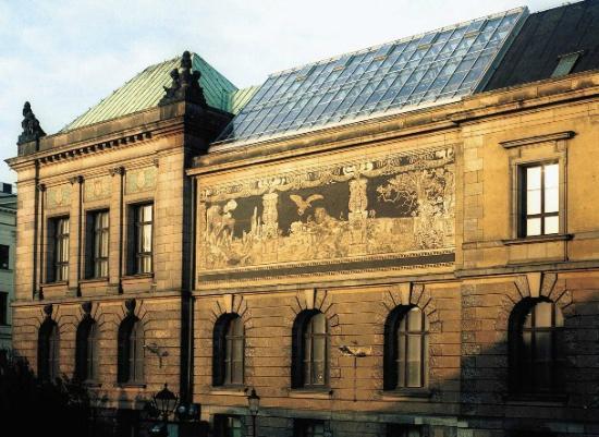 National Museum in Poznan: Galeria Malarstwa i Rzeźby (gmach główny Muzeum), widok od ul. Ludgardy