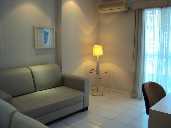Quality Suites Botafogo: Sala, com ar-condicionado separado do quarto