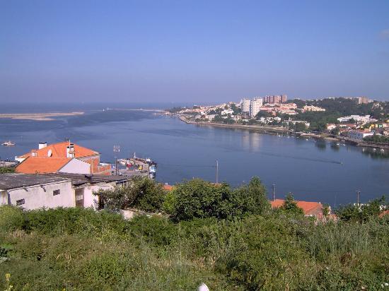 A Foz do Rio Douro, vista da área contígua ao ibis Porto Gaia Hotel