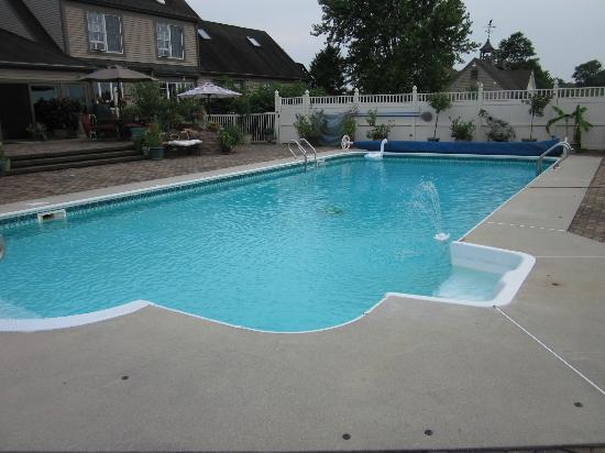 Annville Inn: Nice pool area!