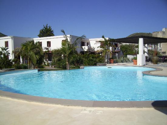 Residence Hotel La Giara: la piscina del residence