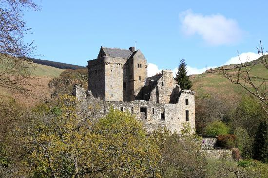 Castle Campbell: Close shot from south-west