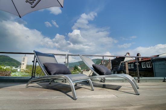 Qube Hotel Heidelberg: Terrasse mit traumhaftem Panoramablick